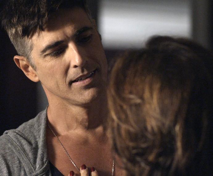 Anthony fica espantado com o que ouve (Foto: TV Globo)