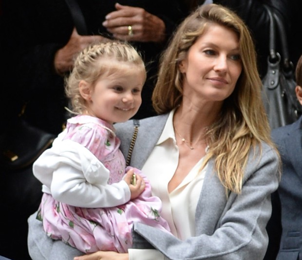 Gisele Bündchen e a filha Vivian (Foto: The Grosby Group)