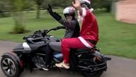 Papai Noel e Batman distribuem presentes no DF