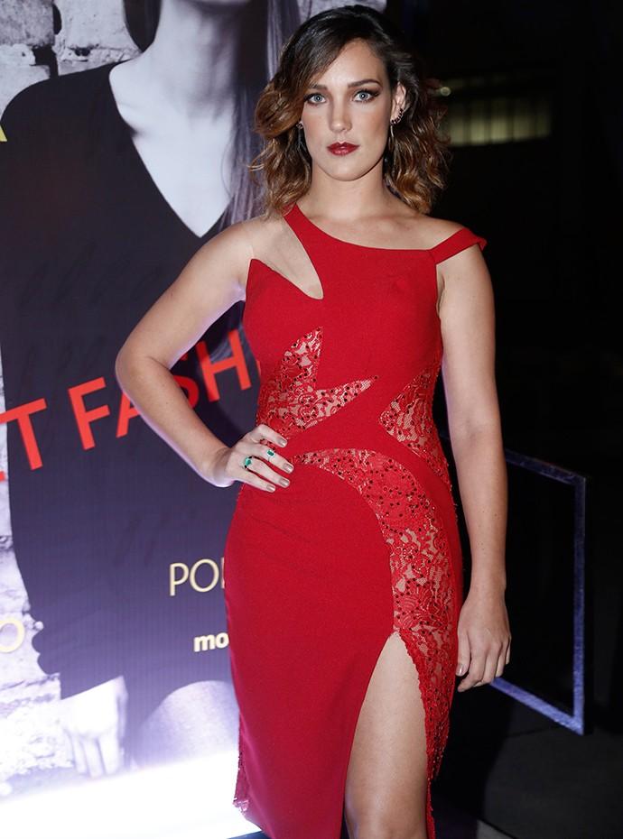 Adriana Birolli está totalmente diva em vestido vermelho feito exclusivamente para ela (Foto: Raphael Dias/Gshow)