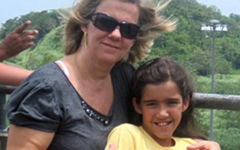 Mãe com 50 anos: criança em casa, família renovada