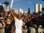 """Joaquim Cruz causa tumulto com tocha e se emociona: """"Grande festa"""""""