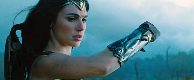 Gal Gadot interpreta a heroína no filme da 'Mulher-Maravilha' (Foto: Reprodução/YouTube/Warner Bros. Pictures)