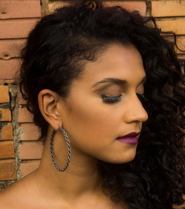 Argolas: toda mulher tem que ter, segundo Viviane (Foto: Lucas Gabriel)