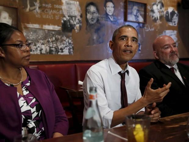 Barack Obama almoçou nesta quarta-feira (30) com algumas das pessoas que estiveram presas e receberam comutações (Foto: REUTERS/Kevin Lamarque)