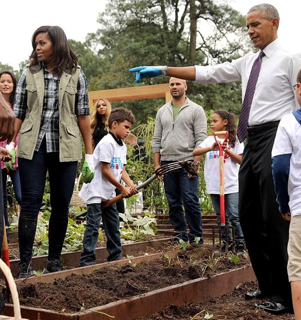 Michelle e Barack Obama com estudantes (Foto: Getty Images)
