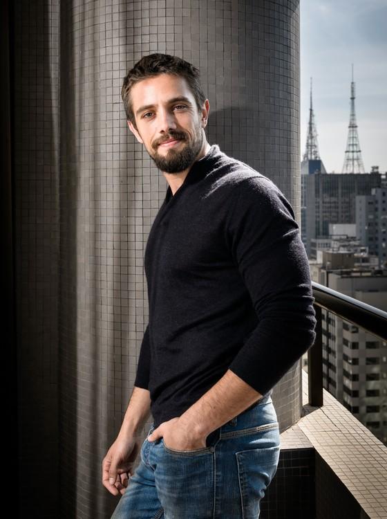 Rafael Cardoso conta que sempre gostou do gênero e foi fã de Jason e Hannibal (Foto:  TV Globo/ Ramón Vasconcelos)