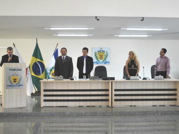 Nova Mesa Diretora empossada em Nova Serrana (Foto: Câmara de Nova Serrana)