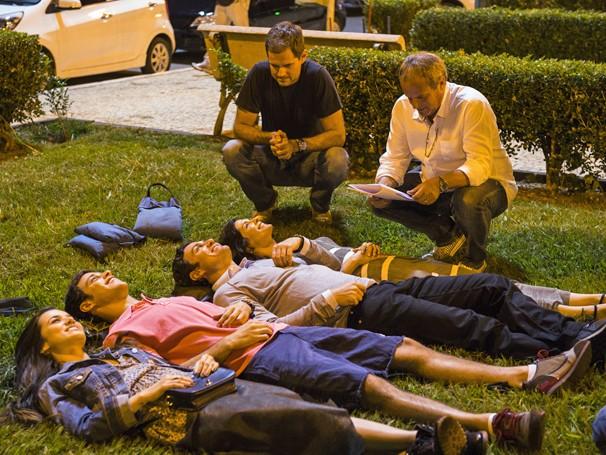 Atores foram clicados nos bastidores de Em Família (Foto: Globo / João Miguel Jr.)