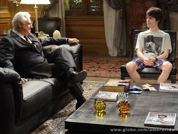 César fica feliz com iniciativa de Félix (Foto: Amor à Vida / TV Globo)