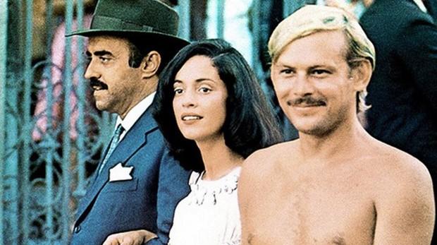 Mauro Mendonça, Sônia Braga e José Wilker no filme Dona Flor e seus Dois Maridos (Foto: Reprodução)