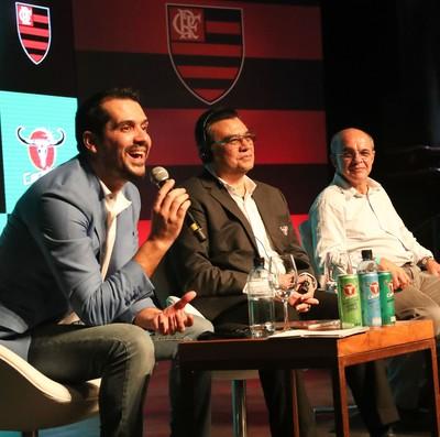 Nélio Lucas discursa durante oficialização da parceria entre Carabao e Flamengo (Foto: Gilvan de Souza/Flamengo)