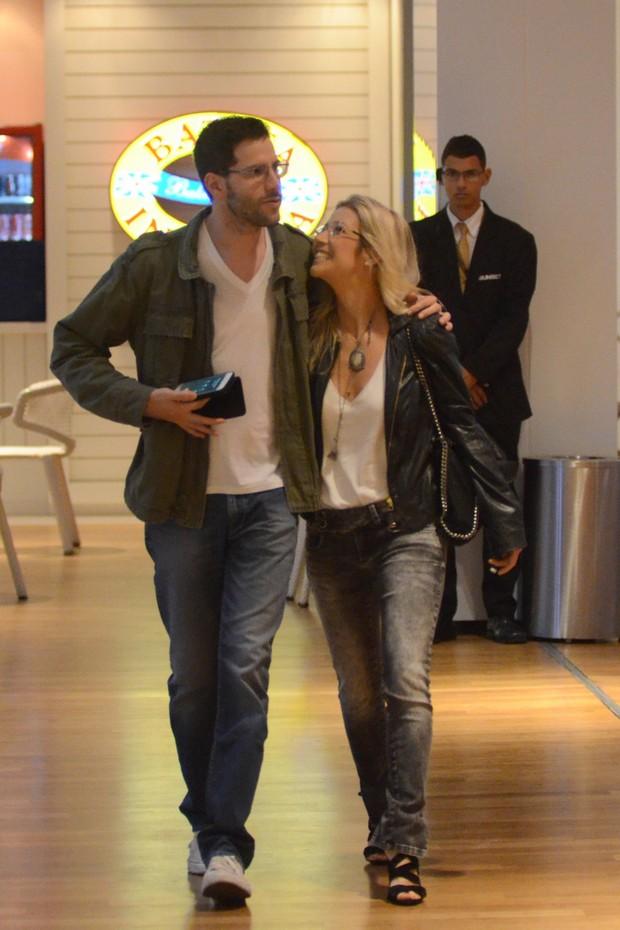 Luiza Possi e Tiago Teitelroit (Foto: Fabio Moreno / Agnews)