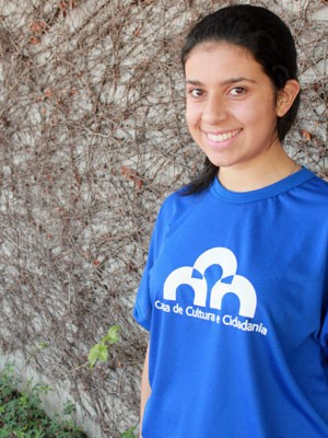Amanda Nascimento Vicente é professora voluntária (Foto: Lucas Belculfine/ Divulgação)
