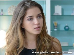 Ela não deixa barato e ameça a dançarina (Foto: Malhação / TV Globo)