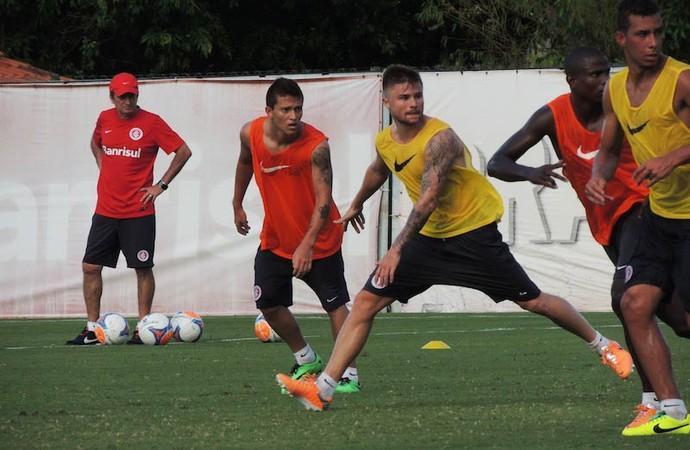 Otávio deverá receber nova oportunidade contra o Pelotas (Foto: Tatiana Lopes/GloboEsporte.com)