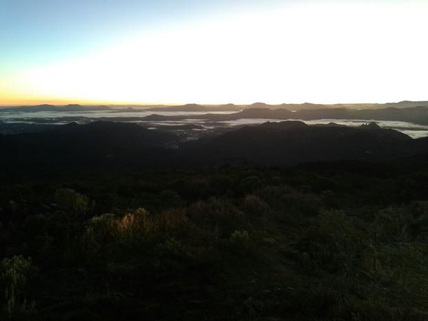 FRIO SC: Paisagem do amanhecer gelado no Morro das Torres, em Urupema (Foto: Márcio Soares/RBS TV)