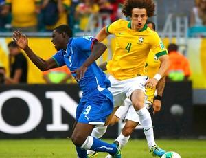 balotelli itália e David Luiz brasil copa das caonfederações (Foto: Agência Reuters)