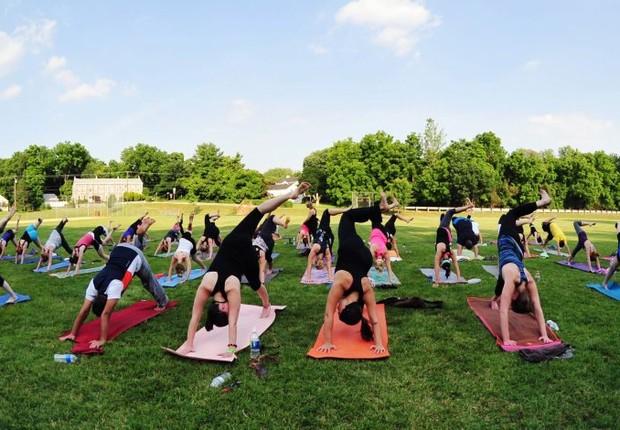 Grupo pratica yoga no Parque Ibirapuera (Foto: Reprodução/Facebook)