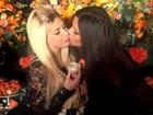 Jéssica Lopes e Suzy Cortez trocam selinho em festa de Carol Sampaio