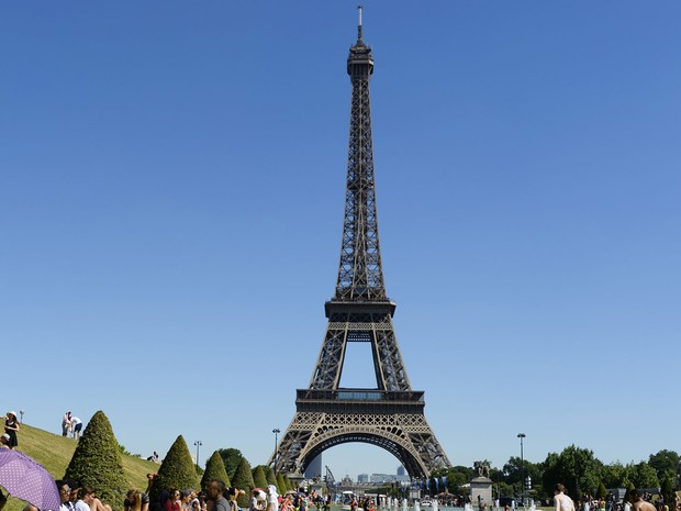 A Torre Eiffel, em Paris, em foto de 19 de julho (Foto: Bertrand Guay/AFP)