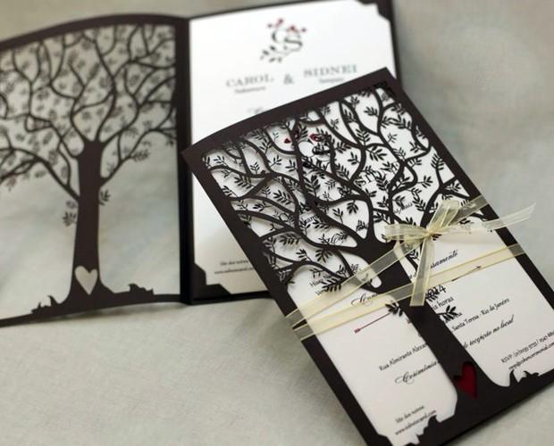 O convite de Carol Nakamura e Sidney Sampaio: formato de árvore (Foto: Arquivo Pessoal)