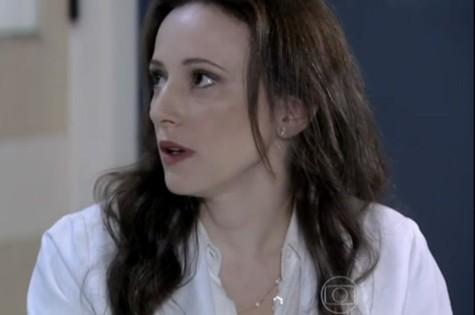 Paula Braun como a médica Rebeca de 'Amor à vida' (Foto: Reprodução da internet)