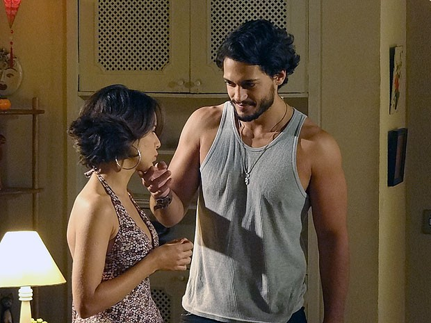 Josué consegue domar a moça (Foto: Amor Eterno Amor/TV Globo)