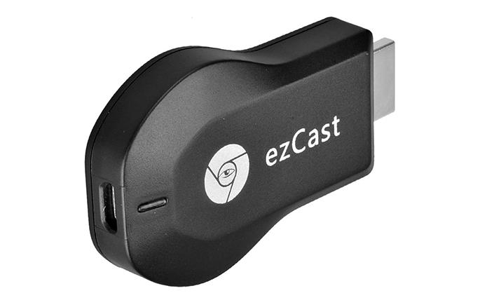 Dongle tem formato que lembra muito o do Chromecast de primeira geração (Foto: Divulgação/EZCast)
