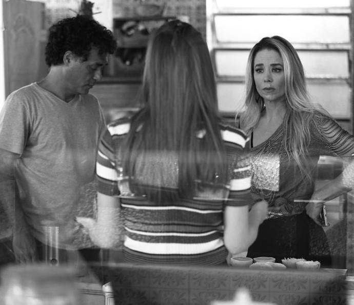 Danielle ensaia cena ao lado de Marina Ruy Barbosa, com direção de Luis Felipe Sá (Foto: Raphael Dias/Gshow)