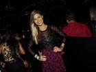 Noiva de Gusttavo Lima usa blusa transparente para ir a show do cantor