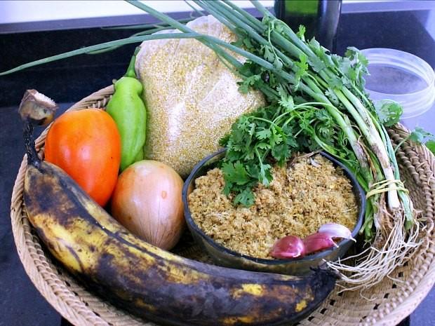 Prato leva ingredientes simples, encontrados em feiras e mercados  (Foto: Leandro Tapajós/G1 AM)