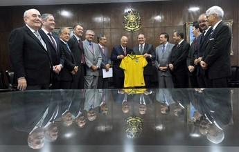 Presidente da CBF vai ao Senado e pede mudanças na MP do Futebol
