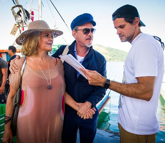 Jean Pierre e Sylvia Bandeira ouvem as orientações do diretor Leonardo Nogueira durante as gravações (Foto: TV Globo / João Miguel Júnior)