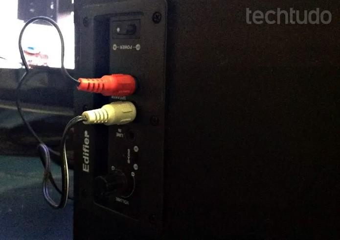 Verifique se os cabos estão conectados corretamente (Foto: Gabriel Ribeiro/TechTudo)