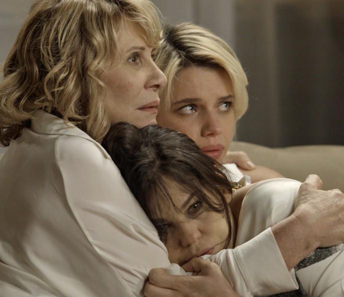 Nelita, Nora e Belisa ficam assustadas (Foto: TV Globo)
