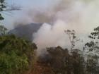 Corpo de Bombeiros tenta há 3 dias conter incêndio em Conselheiro Pena