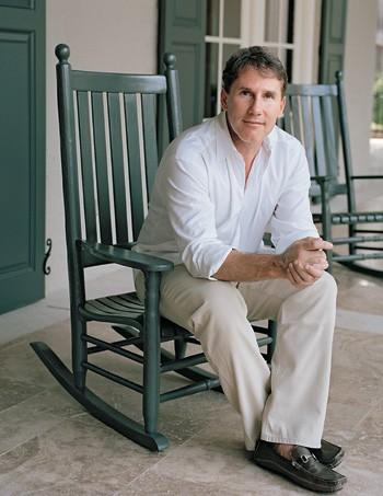 PARA CASAR O escritor Nicholas Sparks, vestido para encantar suas leitoras. Para ele, há sexo demais  na literatura atual  (Foto: divulgação)