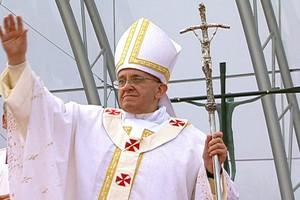 Papa pede que jovens não  tenham medo de servir (Reprodução/GloboNews)