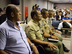 8/5/2013 - Réus, PMs acompanham o 3º dia de júri (Foto: Jonathan Lins/G1)