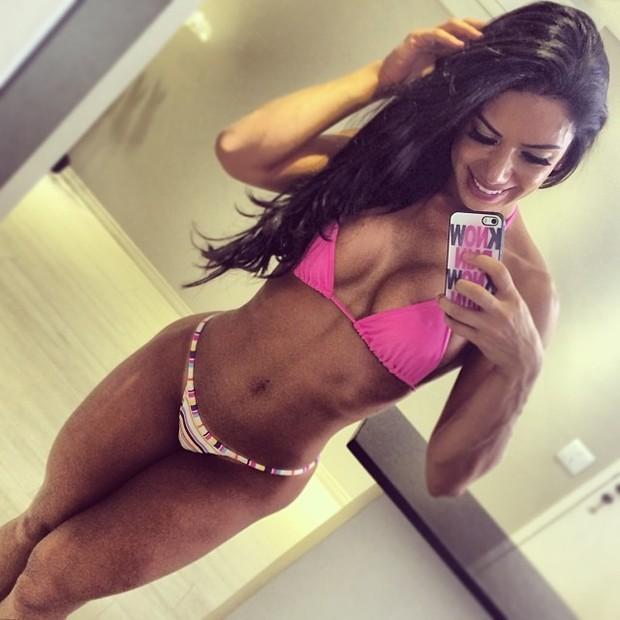 Graciella Carvalho posa de biquíni e exibe as curvas (Foto: Instagram/ Reprodução)