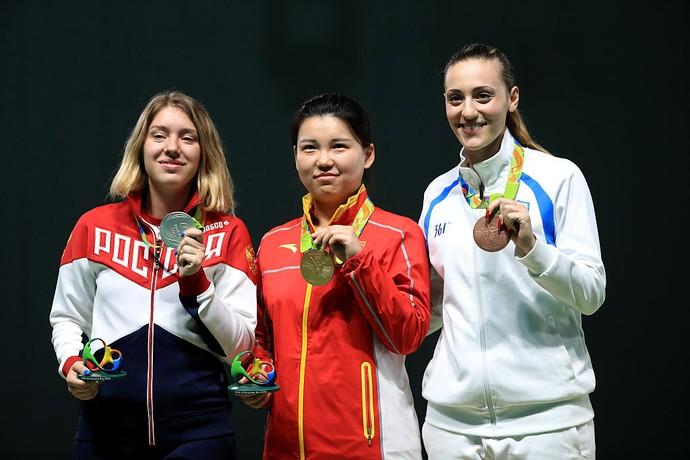 Vitalina Batsarashkina, Rússia, Mengxue Zhang, China, Anna Korakaki, Grécia, pódio, tiro esportivo (Foto: Getty Images)
