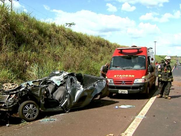 Após colisão em Serrana, jovem ficou ferido e foi levado para a Santa Casa de Ribeirão Preto, SP (Foto: Reprodução/ EPTV)