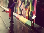Sophia Abrahão e Fiuk posam nos restos do Muro de Berlim