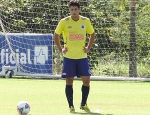 Léo Cruzeiro treino (Foto: Marco Antônio Astoni)