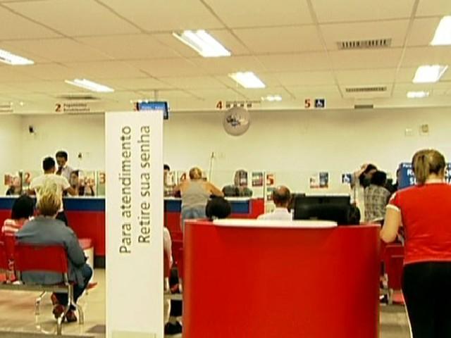 Bancários decidem entrar em greve nacional a partir de terça (18) (Foto: Reprodução Globo News)