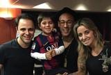 Ao lado do filho, Massa assiste à vitória do Barça e tieta Neymar e Daniel Alves