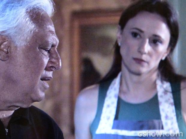 Ele confessa que, caso descubra traição da mulher, mata ela! (Foto: Amor à Vida / TV Globo)