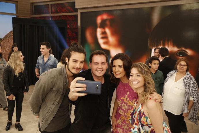 Momento selfie nos bastidores  (Foto: Raphael Dias/Gshow)