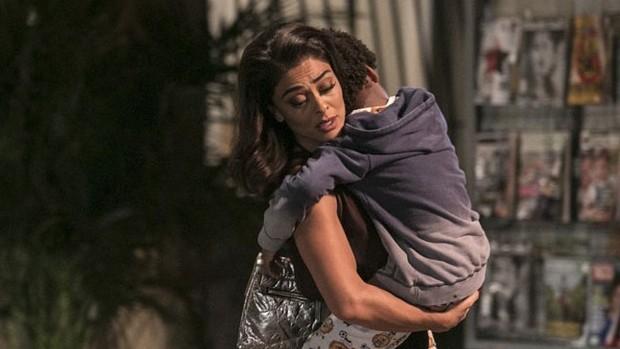 Totalmente Demais: Gabriel passa mal e desespera Carol (divulgação)